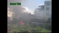 Hà Nội: Hoảng loạn vì đám cháy dữ dội ngay dưới đường điện lưới