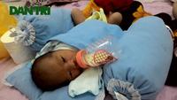 Hà Nội: Cứu sống bé trai sơ sinh bị bỏ rơi trong thùng xốp