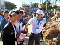 Bình Định: Thí sinh đội nắng đến làm thủ tục dự thi