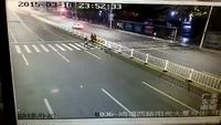 Nữ sinh qua đường bị ôtô đâm ngất tại chỗ
