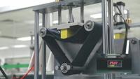 """Oppo tung clip """"khoe"""" quá trình kiểm định độ bền sản phẩm của mình"""