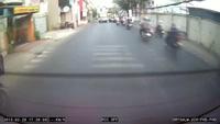 Đi SH kiểu 'khiêu khích' bị tài xế xe khách trừng trị