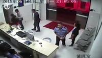Bị bắt vì đóng giả cảnh sát nhằm giải cứu bạn bị tạm giam