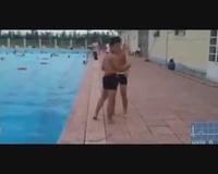 Lần nhảy bể bơi cuối cùng của teen nam