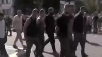 Lực lượng ly khai ở đông Ukraine bắt tù nhân diễu hành