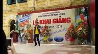 Thầy hiệu trưởng THPT Việt Đức nhảy hiphop trong lễ khai giảng