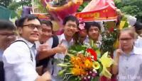 Ấm áp ngày đón cậu học sinh giành HCV Olypic Vật lý Châu Á.