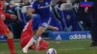 Hai tình huống chơi xấu của Diego Costa với cầu thủ Liverpool