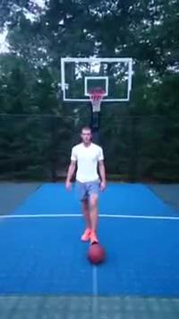 Gareth Bale trổ tài chơi bóng rổ siêu dị bằng chân
