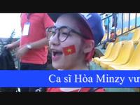 Ca sĩ Hòa Minzy hết mình cổ vũ các cầu thủ U19 HAGL - Arsenal JMG