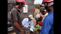 Độc lạ nghề cào trứng sò huyết ở xứ Công Tử Bạc Liêu