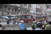 Cháy tầng hầm cao ốc 22 tầng, hàng trăm người hốt hoảng
