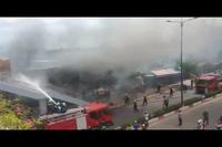 Cháy lớn thiêu rụi 14 căn phòng trọ giữa Sài Gòn