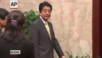 Lãnh đạo Trung - Nhật lạnh lùng bắt tay nhau tại Bắc Kinh