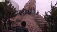 Khoảnh khắc động đất kinh hoàng làm rung chuyển Nepal