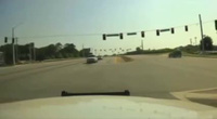Mỹ: Cận cảnh máy bay lao xuống cao tốc trên camera xe cảnh sát