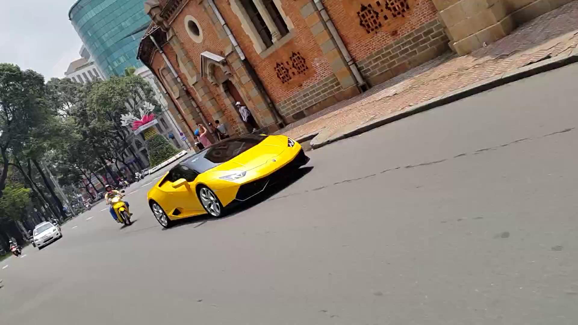 Lamborghini Huracan của Cường Đô la lượn phố Sài Gòn