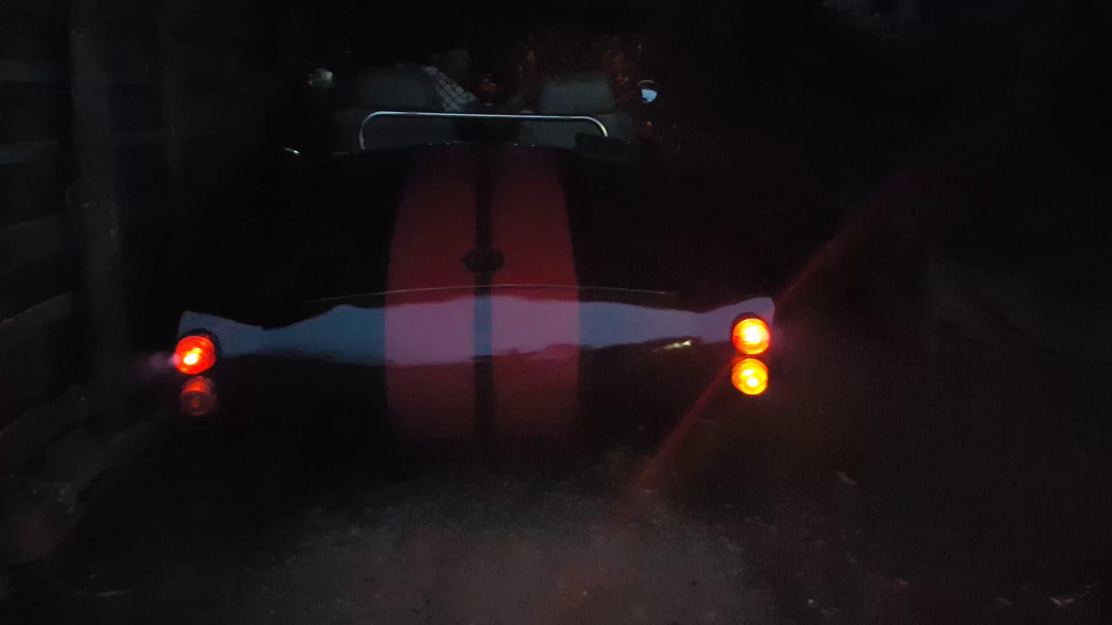 Đèn gầm của Shelby Cobra 427 tự chế tại Đắk Nông.