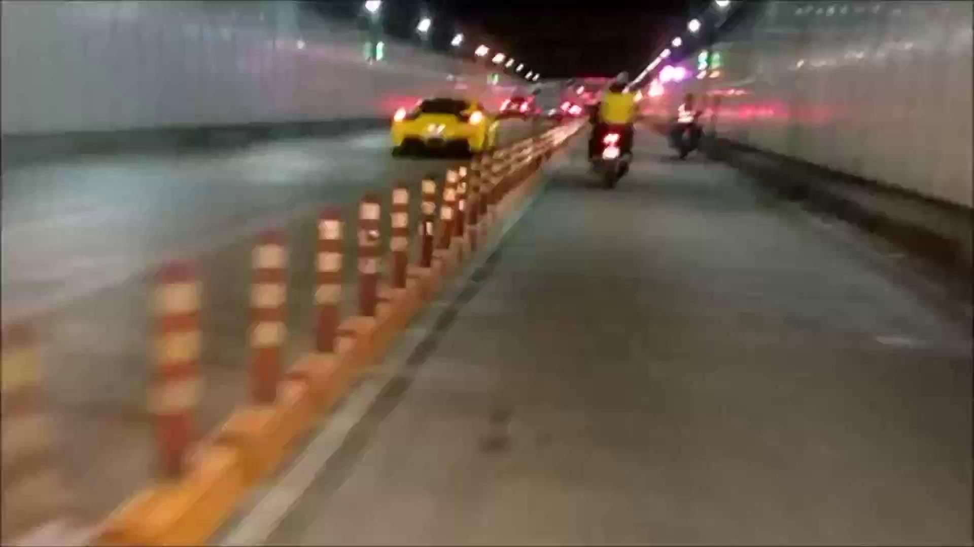 Ferrari 458 vượt hầm Thủ Thiêm, Sài Gòn