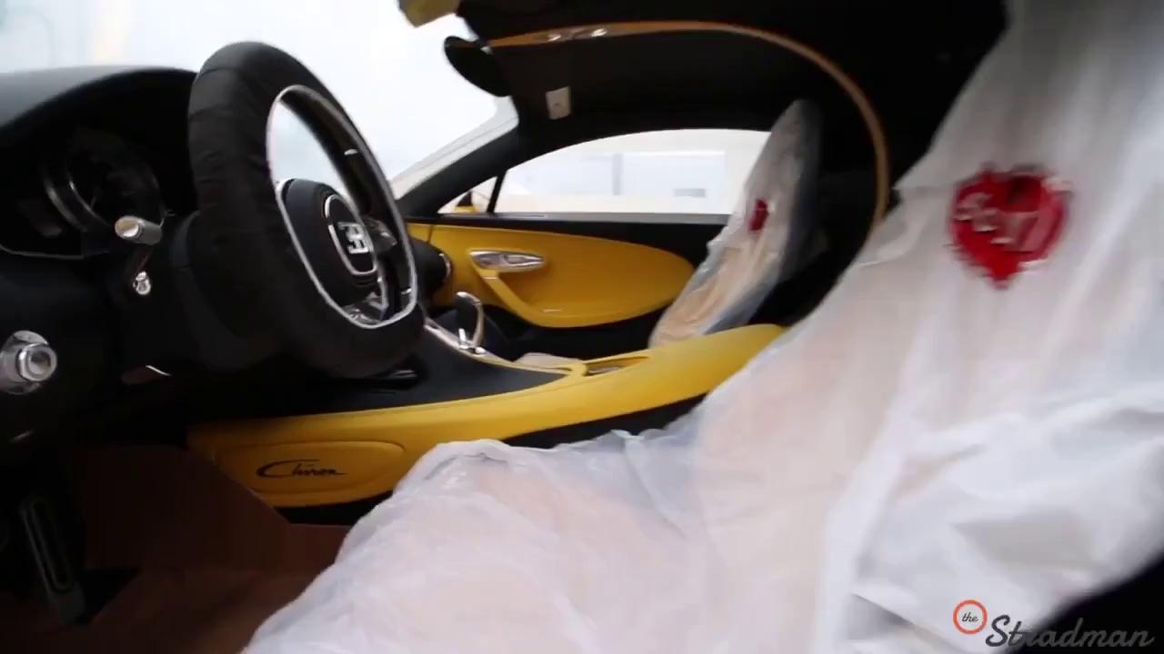 Cận cảnh bộ áo 2 màu vàng và sợi carbon của chiếc Bugatti Chiron đầu tiên Bắc Mỹ