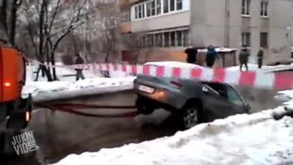 Cứu hộ theo phong cách phá xe
