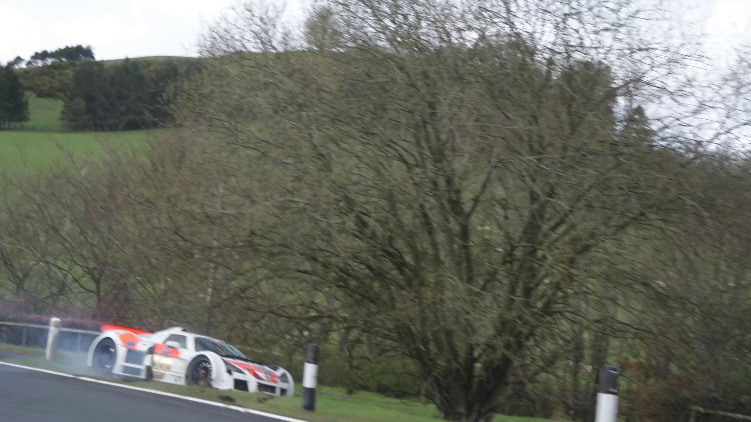 Vụ tai nạn đầu tiên trong hành trình siêu xe Gumball 3000 2016