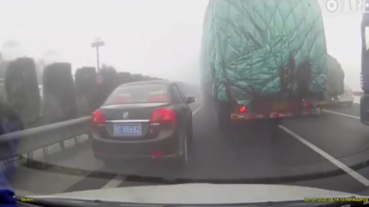 Người đàn ông may mắn thoát nạn trong gang tấc.