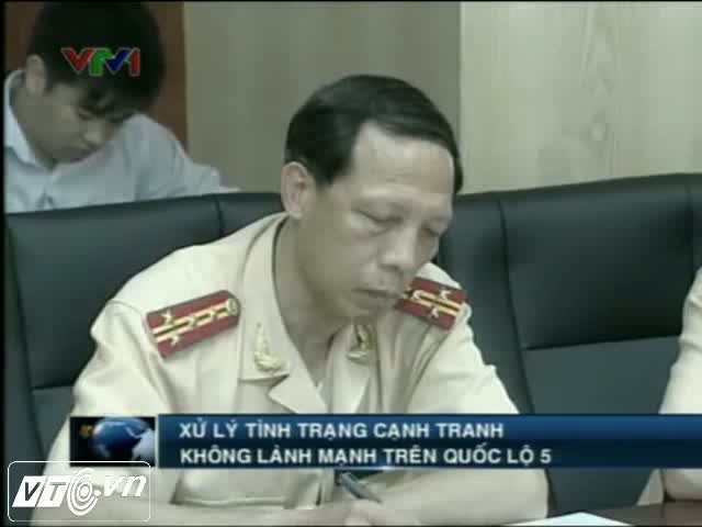[Video] Mc s th cnh tranh gi&#224;nh kh&#225;ch kiu x&#227; hi en