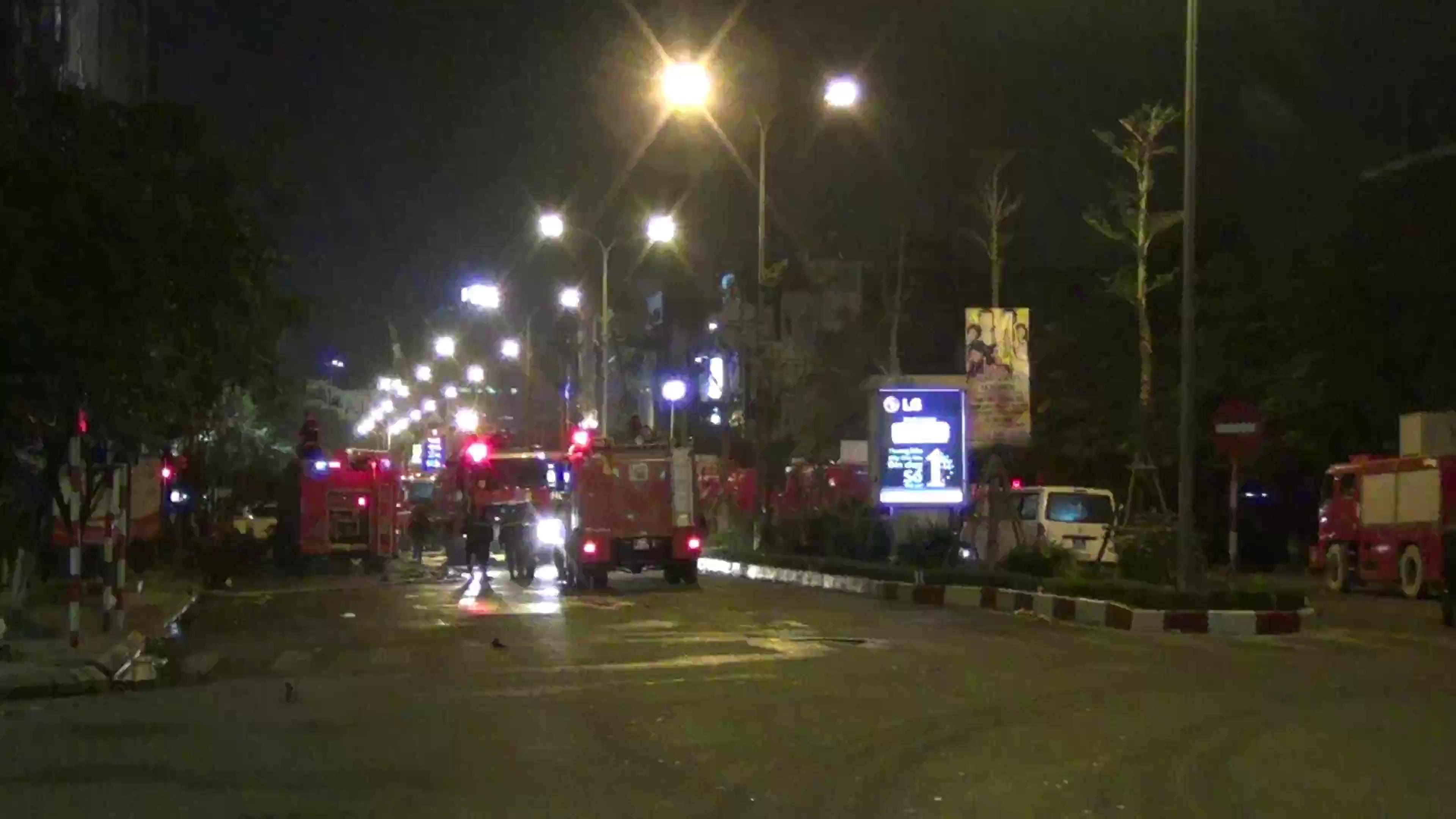 Hà Nội: Cháy 4 nhà cao tầng, nghi có người mắc kẹt - Ảnh minh hoạ 3