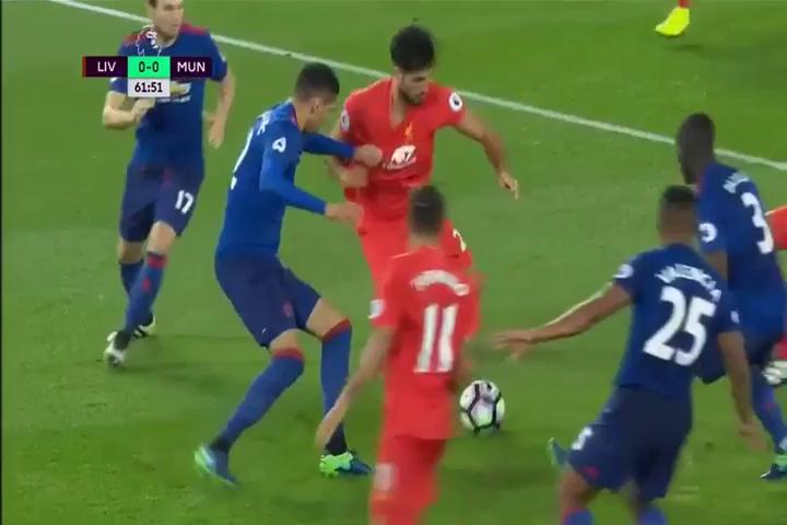 Pha cứu thua xuất thần của De Gea trong trận gặp Liverpool