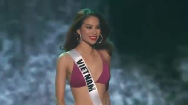 miss-universe-2015-prelim-pham-huong-bik
