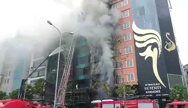 Hà Nội: Cháy 4 nhà cao tầng, nghi có người mắc kẹt - Ảnh minh hoạ 16
