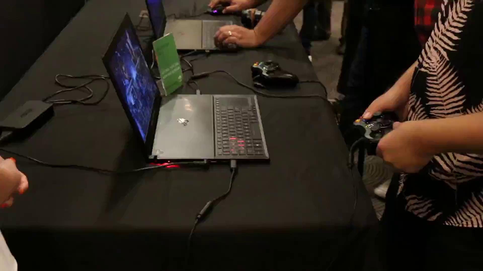 """""""Phù phép"""" nhét card 1080 vào máy tính mỏng hơn cả đồng xu, ai bảo laptop chơi game phải to và nặng?"""