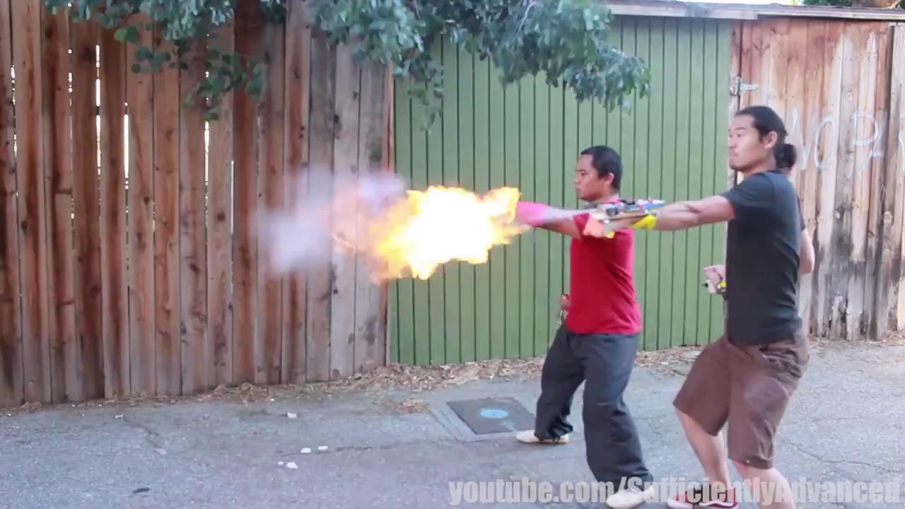 Đôi găng tay đặc biệt: Giúp tạo ra quả cầu lửa như Ryu trong Street Fighter