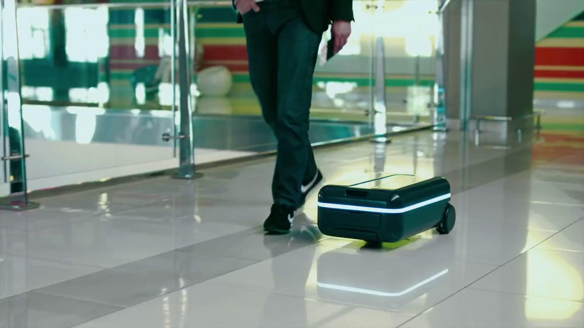"""Xuất hiện chiếc vali """"du lịch"""" độc đáo, tự chạy theo người dùng"""