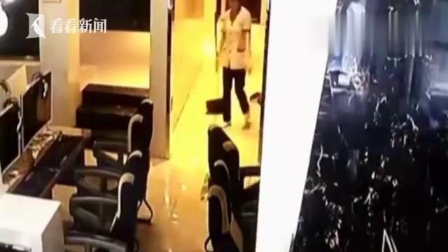Giật mình nam game thủ định cưỡng bức nữ nhân viên quán Net trong nhà vệ sinh