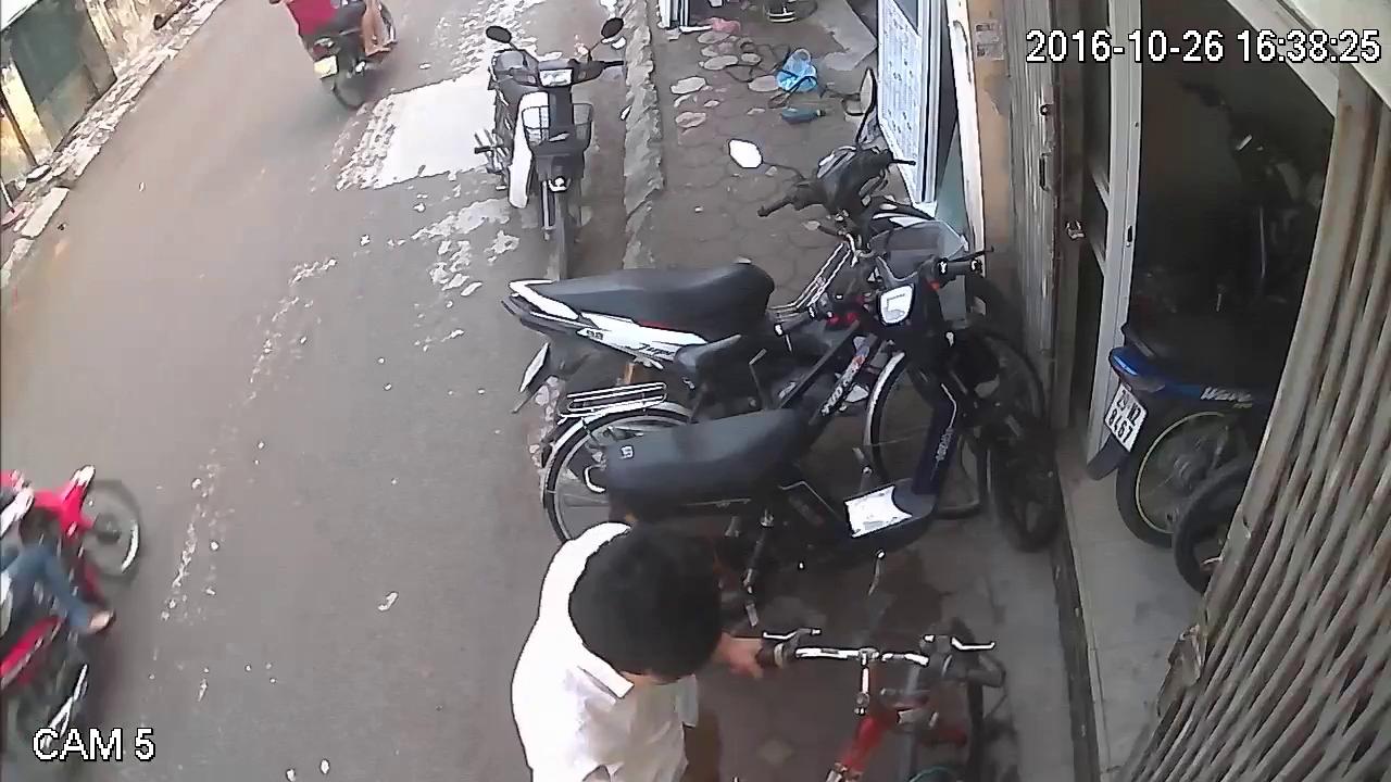 Nhân viên trông quán net cuỗm cả xe máy của khách lẫn điện thoại đồng nghiệp - ảnh 2