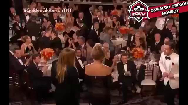 Sốc! Deadpool và Người Nhện hôn nhau giữa khán phòng tại lễ trao giải Quả Cầu Vàng