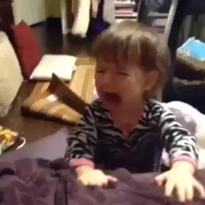 Cách dỗ trẻ em nín khóc thật hiệu quả với... đồ ăn