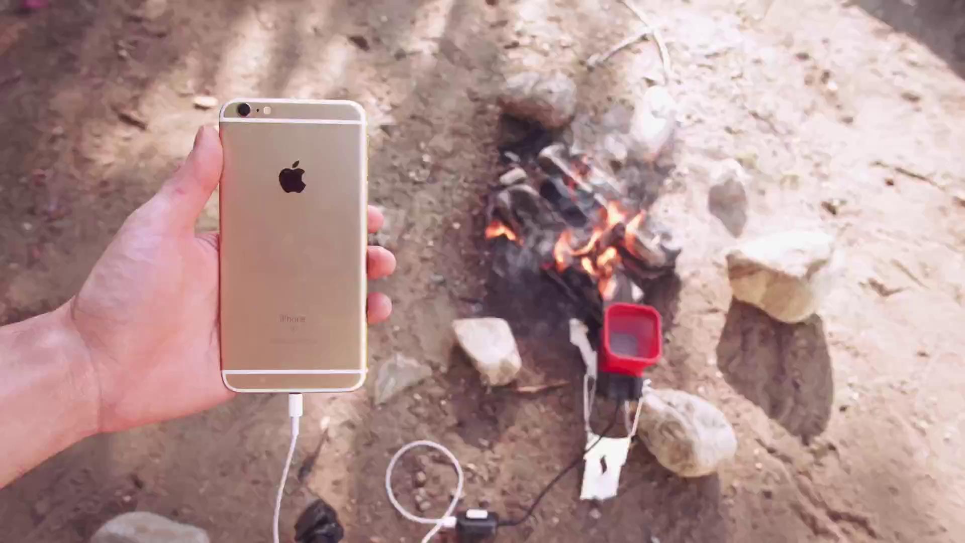 Công nghệ mới cho phép sạc đầy điện thoại chỉ cần một ngọn lửa