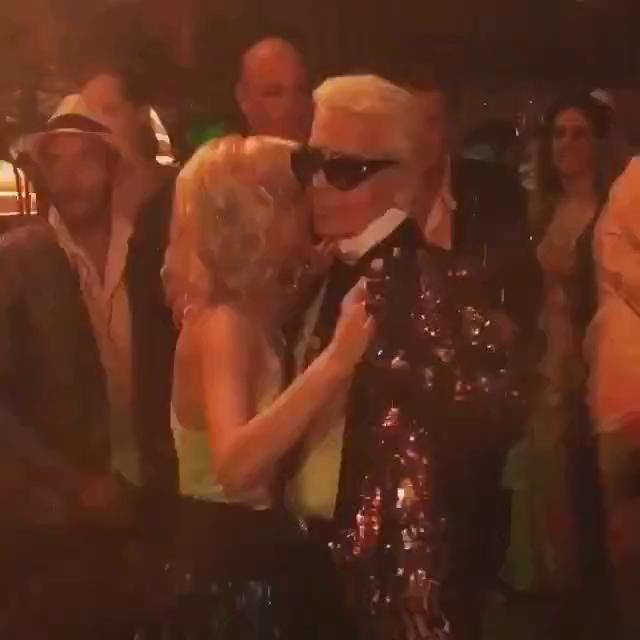 NTK Karl Lagerfeld khiêu vũ hậu show diễn Chanel Resort 2017