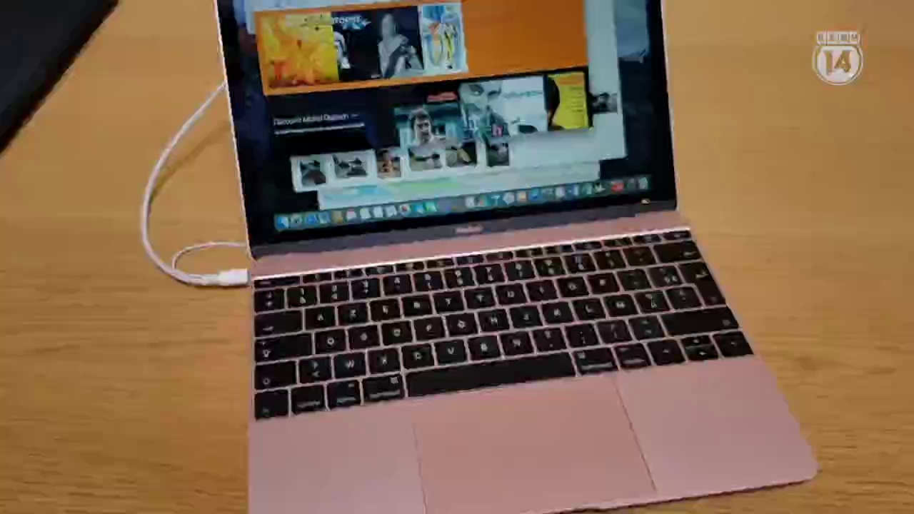 Cận cảnh chiếc MacBook màu hồng chị em nào cũng thích mê