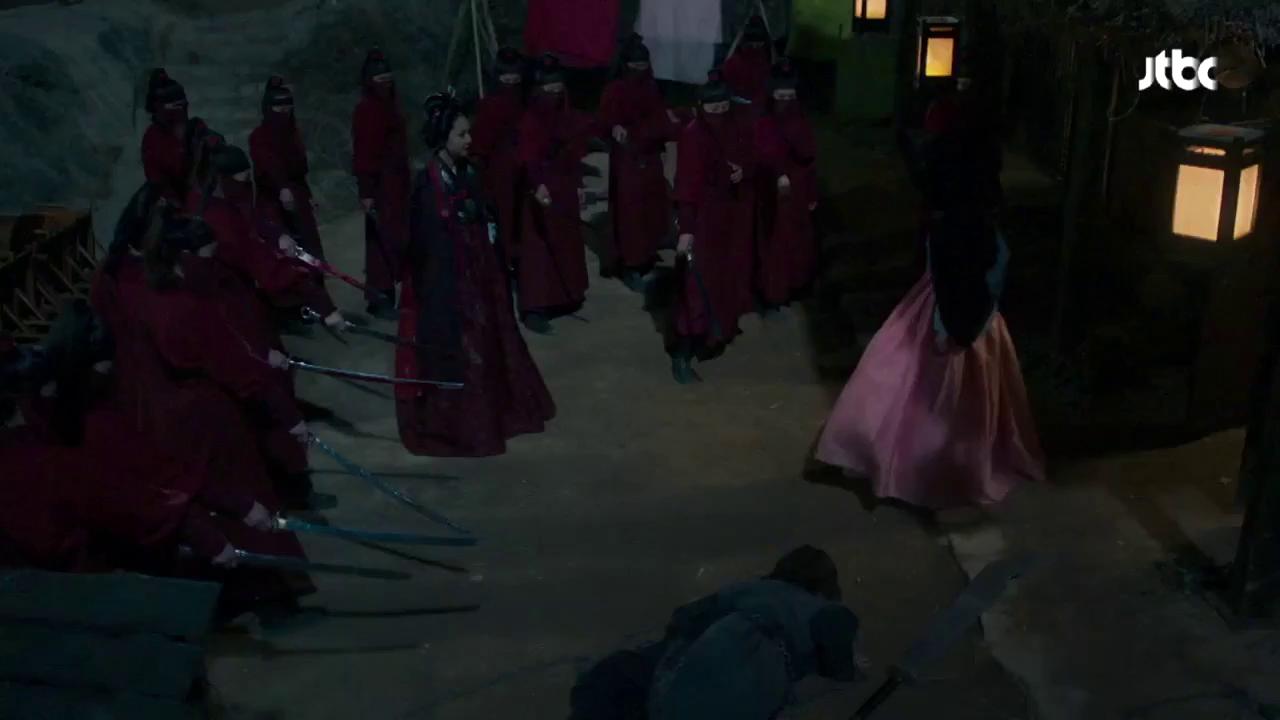"""""""Mirror Of the Witch"""": Hong Joo quyết tâm truy cùng giết tận cô công chúa song sinh bất hạnh"""