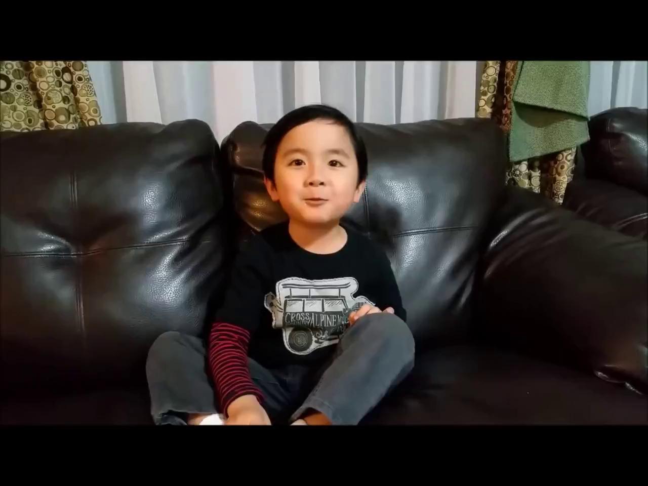 Thần đồng piano gốc Việt khoe giọng đáng yêu