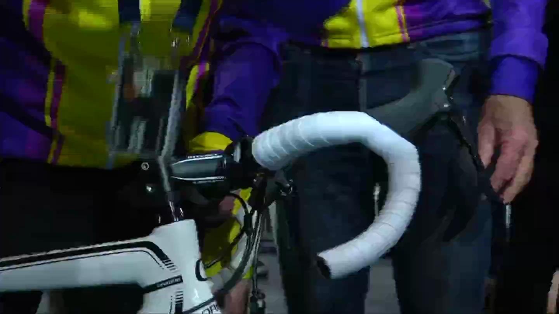 Xem cụ ông 105 tuổi lập kỷ lục đạp xe trong 1 giờ