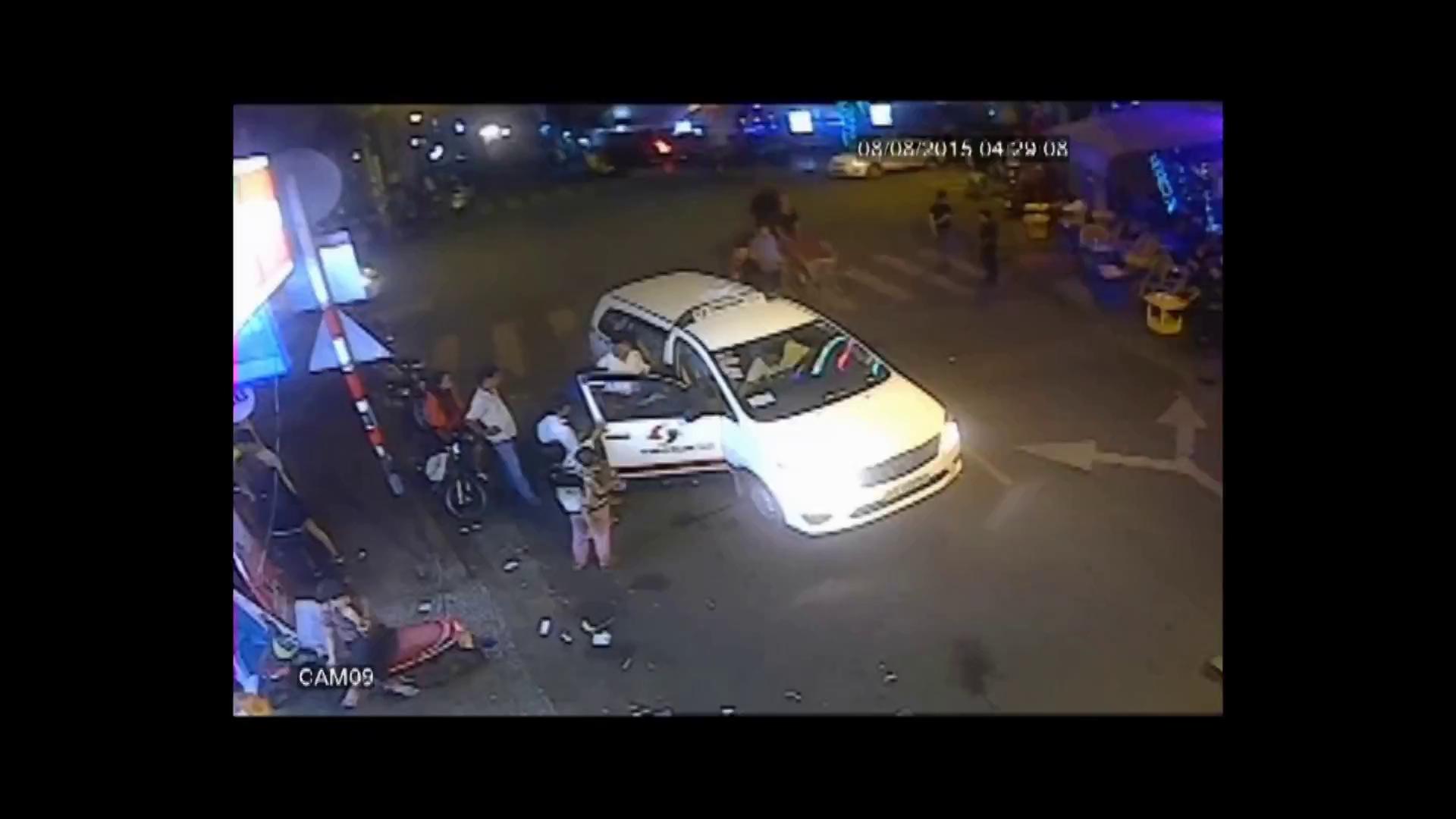 Video ghi lại khách nước ngoài ở Bùi Viện cùng xông ra bắt cướp