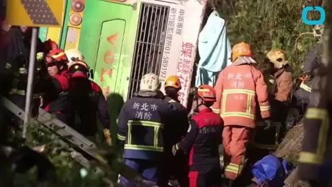 Đài Loan: Lật xe du lịch, 32 người thiệt mạng