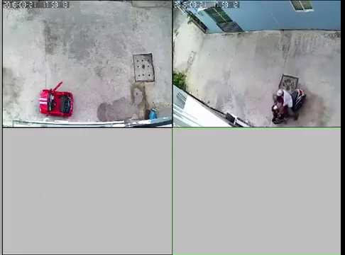 Bố chở con nhỏ đi ăn trộm