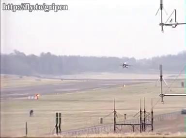 Mẫu thử nghiệm JAS 39-1 gặp nạn khi hạ cánh tại căn cứ không quân Linköping