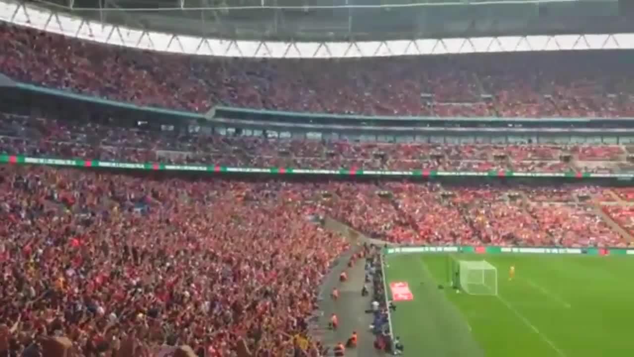 Lâu lâu Arsenal mới được troll Man City